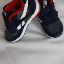 Spor ayakkabılar. Boyutlar 21,22,23,24