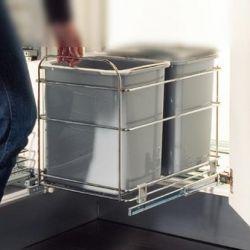 Mecanism glisant pentru sortarea gunoiului în bucătărie.