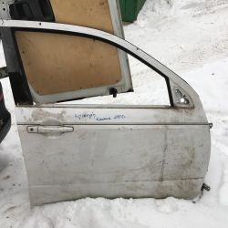 Front right door on Mitsubishi Outland classic