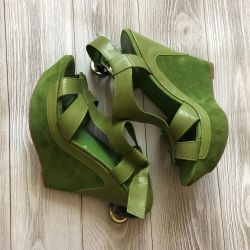 Leather sandals by Basconi