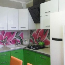 Кухонний гарнітур з орхідеями
