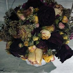 Composition of dried flowers in a basket