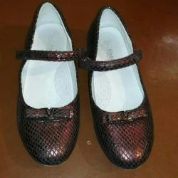 Shoes for the girl size 35