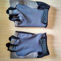 Спортивные перчатки