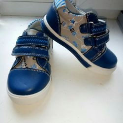Нове взуття на хлопчика