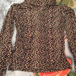 Turtleneck leopard