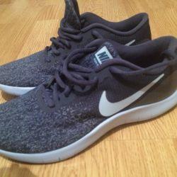 Nike women's sneakers new