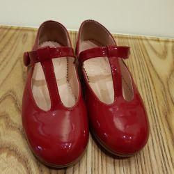 Παπούτσια tizzas 25 μέγεθος που αφήνω για όλο το καλοκαίρι.