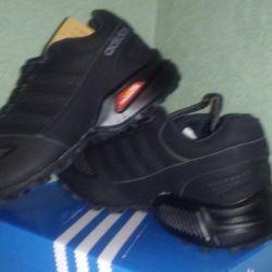 Кроссовки Adidas .Нубук.С 40,41р