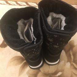 Νέες μπότες γυναικών χειμώνα