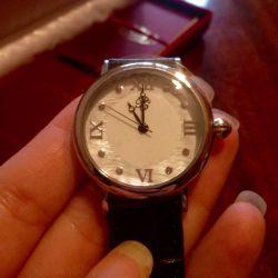 Часы с перламутром и стразами Swarowski