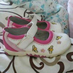 Продам кожанные ортопедические туфельки с вышивкой