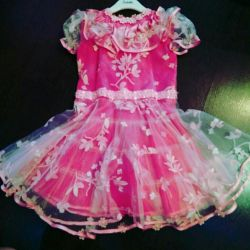 4-5 yıl boyunca yeni elbise. 110 cm'ye kadar