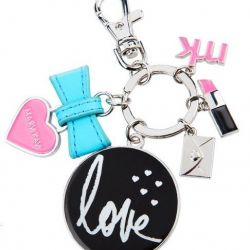 Stylish keychain with Mary Kay logo.