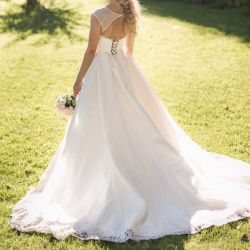 Selling / renting a chic wedding dress