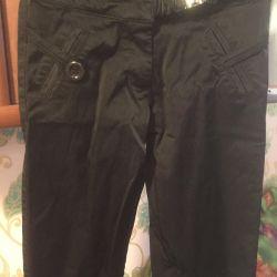 Pantaloni pentru o fata subtire