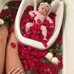 For the baby. Baths. Pot.