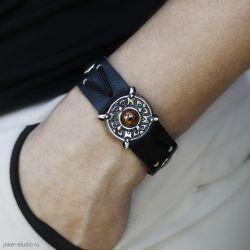 Leather bracelet with iguana lizard eye