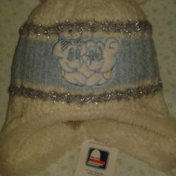 A white winter hat.
