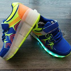 Αθλητικά παπούτσια με τροχό λαμπερό