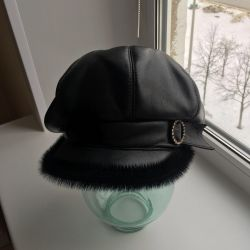 Leather cap (in excellent condition)