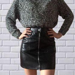 Skirt with a zipper