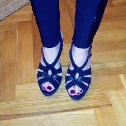 Sandalele Steve au devenit originale