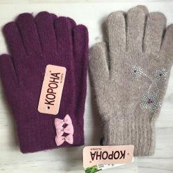 New woolen gloves