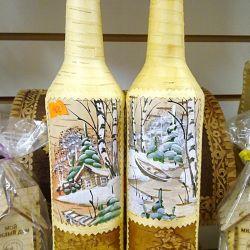 Стеклянные бутылки обтянутые Берестой с росписью
