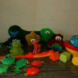 Пакетом игрушки для ванны