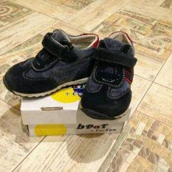 Кроссовки на мальчика р22
