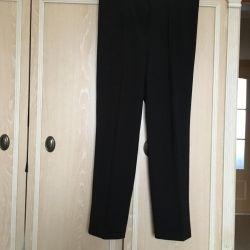 Τα νέα παντελόνια των γυναικών μεγέθους 50τ.μ.