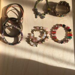 Βραχιόλια και κοσμήματα