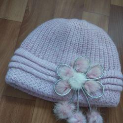Femeile de pălării diferite