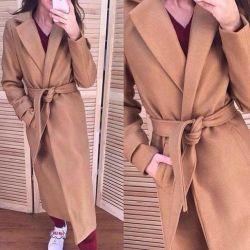 Ζεστό μπεζ παλτό γυναικών