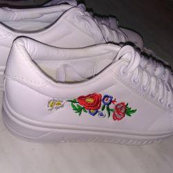 Ανδρικά παπούτσια με λουλούδια