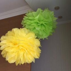 Making Pompoms for a Holiday