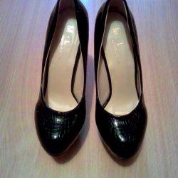 Pantofi de lac