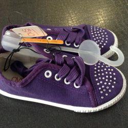 Yapay elmas olan kızlar için spor ayakkabısı