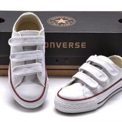 Spor ayakkabılar. yeni