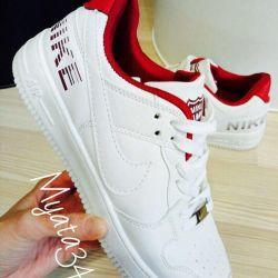 Πουλάω καινούρια αθλητικά παπούτσια