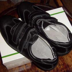 New black low shoes 35 rr