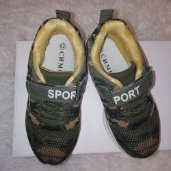 Spor ayakkabı 28 beden, 17.6 cm iç taban