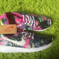 Νέα γυναικεία παπούτσια nike