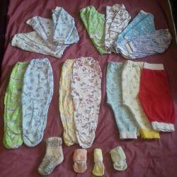 Ένα πακέτο ρούχων για το μωρό