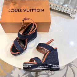 Louis Vuitton sandalet platformda