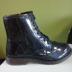Boots new demi-season. Tale 32.33.36