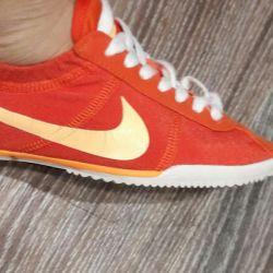 Το φως της Nike για το καλοκαίρι