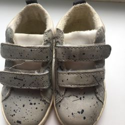 Zara 19p, 20p sneakers.