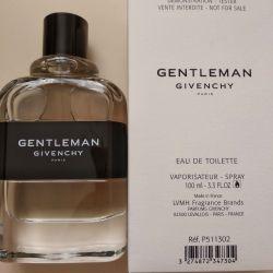 Γυναίκα της Givenchy